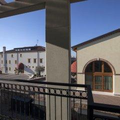 Отель Albergo Antica Corte Marchesini Италия, Кампанья-Лупия - 1 отзыв об отеле, цены и фото номеров - забронировать отель Albergo Antica Corte Marchesini онлайн балкон