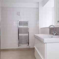 Отель Incredible 2 Bedroom Flat next to Westminster Abbey Великобритания, Лондон - отзывы, цены и фото номеров - забронировать отель Incredible 2 Bedroom Flat next to Westminster Abbey онлайн ванная