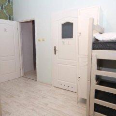Riverside Hostel сейф в номере