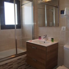 Отель Rocabella Испания, Форментера - отзывы, цены и фото номеров - забронировать отель Rocabella онлайн ванная