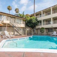 Отель Rodeway Inn Convention Center США, Лос-Анджелес - отзывы, цены и фото номеров - забронировать отель Rodeway Inn Convention Center онлайн бассейн фото 3