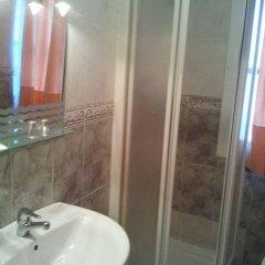 Отель Hostal Emilio Barajas Мадрид ванная