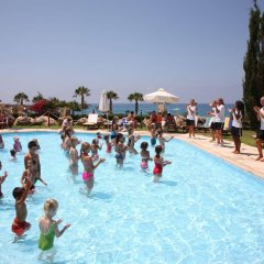 Coral Beach Hotel and Resort бассейн