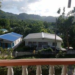 Отель The Cozy Family Inn Guesthouse Ямайка, Порт Антонио - отзывы, цены и фото номеров - забронировать отель The Cozy Family Inn Guesthouse онлайн балкон