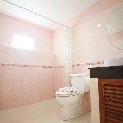 Апартаменты Pintree Service Apartment Pattaya Паттайя ванная