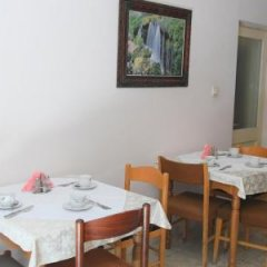 Отель HAXHIU Тирана в номере фото 2