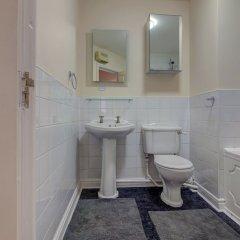 Отель Bright, Spacious 2BR Central Manchester Flat for 4 Великобритания, Манчестер - отзывы, цены и фото номеров - забронировать отель Bright, Spacious 2BR Central Manchester Flat for 4 онлайн ванная