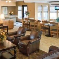 Отель Chicago Club Inn & Suites гостиничный бар