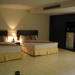 Crown Pattaya Beach Hotel сейф в номере