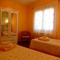 Отель House With 8 Bedrooms in Cenicientos, With Wonderful Mountain View and Furnished Terrace Эль-Баррако комната для гостей фото 3