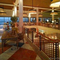 Отель Grande Real Santa Eulalia Resort гостиничный бар