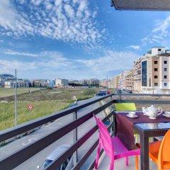 Отель Modern Apt Overlooking Green Area Каура балкон
