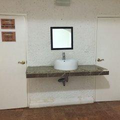 Отель La Casa Del Gato Мексика, Канкун - отзывы, цены и фото номеров - забронировать отель La Casa Del Gato онлайн ванная