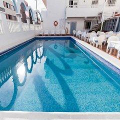 Отель Apartamentos Lux Mar Испания, Ивиса - отзывы, цены и фото номеров - забронировать отель Apartamentos Lux Mar онлайн бассейн фото 3