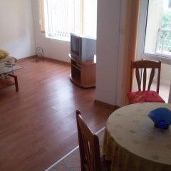 Отель Mavrova Guest House Поморие комната для гостей
