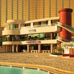 Отель Mandalay Bay Resort And Casino бассейн фото 3