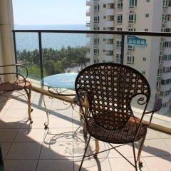 Апартаменты Sanya Haizhixing Seascape Holiday Apartment балкон