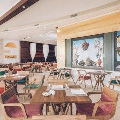 Отель Coral Level at Iberostar Selection Cancun гостиничный бар
