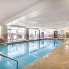 Отель Comfort Suites Atlanta Airport бассейн