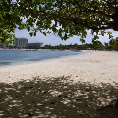 Отель Beach One Bedroom Suite C15 пляж