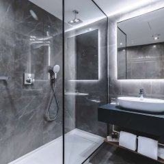 Отель Radisson Blu Hotel, Madrid Prado Испания, Мадрид - 3 отзыва об отеле, цены и фото номеров - забронировать отель Radisson Blu Hotel, Madrid Prado онлайн ванная