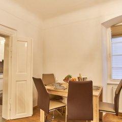 Апартаменты Charles Bridge Royal Apartment в номере