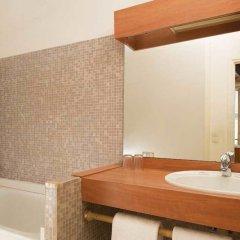 Отель Hôtel Du Cygne Париж ванная фото 2