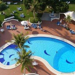 Отель Holiday International Sharjah ОАЭ, Шарджа - 5 отзывов об отеле, цены и фото номеров - забронировать отель Holiday International Sharjah онлайн бассейн фото 2