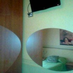 Отель Petite Maison сейф в номере