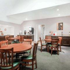 Отель Hawthorn Suites Columbus North Колумбус питание
