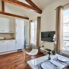 Апартаменты Amazing Apartment at the Eiffel Tower комната для гостей фото 4