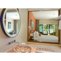 Отель Crowne Plaza Phuket Panwa Beach ванная