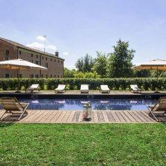 Отель Agriturismo La Madoneta Сан-Джорджо-ин-Боско бассейн