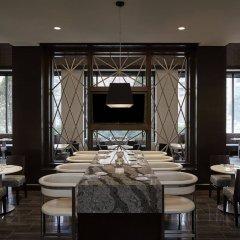 Отель Crystal Gateway Marriott питание