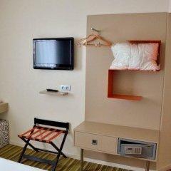 Отель ibis Styles Marseille Timone сейф в номере