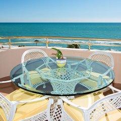Отель Front Beach бассейн