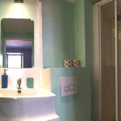Отель Hostel Meyerbeer Beach Франция, Ницца - отзывы, цены и фото номеров - забронировать отель Hostel Meyerbeer Beach онлайн ванная