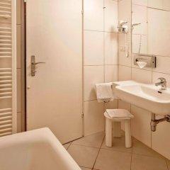 Отель Altstadthotel Weisse Taube Австрия, Зальцбург - отзывы, цены и фото номеров - забронировать отель Altstadthotel Weisse Taube онлайн ванная фото 2