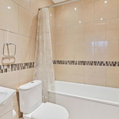 Отель Grand Seaview Apartment Великобритания, Хов - отзывы, цены и фото номеров - забронировать отель Grand Seaview Apartment онлайн ванная фото 2