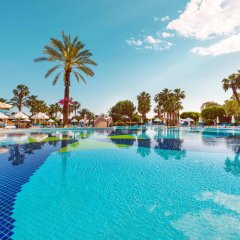Отель Terrace Beach Resort бассейн