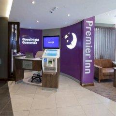 Отель Premier Inn London Lewisham банкомат