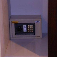 Отель Phu-Kamala сейф в номере