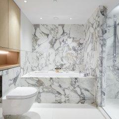 Отель Stunning Covent Garden Suites by Sonder ванная