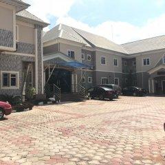 Отель PennyHill Suites and Resorts Нигерия, Энугу - отзывы, цены и фото номеров - забронировать отель PennyHill Suites and Resorts онлайн парковка