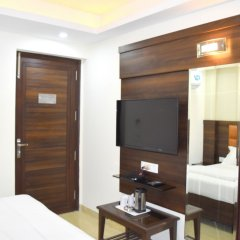 Hotel Tara Palace Daryaganj сейф в номере