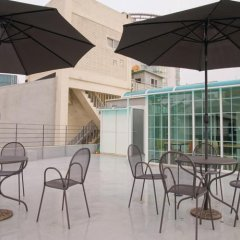 Отель D.H Sinchon Guesthouse Южная Корея, Сеул - отзывы, цены и фото номеров - забронировать отель D.H Sinchon Guesthouse онлайн бассейн фото 2