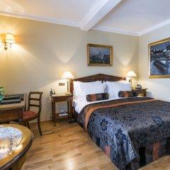 Отель Golden Well Прага сейф в номере