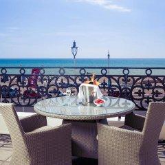 Отель Mercure Brighton Seafront Hotel Великобритания, Брайтон - отзывы, цены и фото номеров - забронировать отель Mercure Brighton Seafront Hotel онлайн пляж