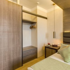 Отель Warmthotel сейф в номере