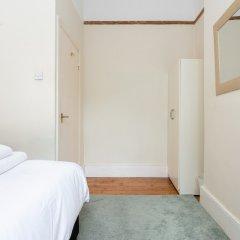 Отель 2 Bedroom Flat In Earlsfield Великобритания, Лондон - отзывы, цены и фото номеров - забронировать отель 2 Bedroom Flat In Earlsfield онлайн комната для гостей фото 5